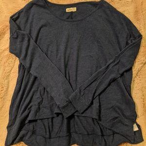 Hollister shirt. (M/L)